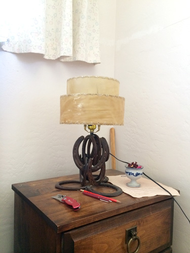 horseshoe_lamp